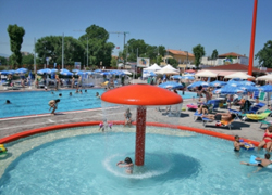 Piscines attractions de Beach Village